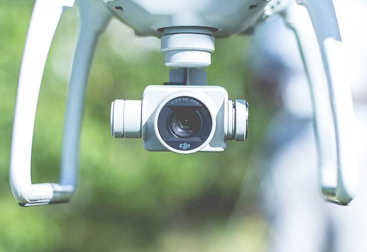 Producteur de vidéos et pilote de drone : il fait de ses passions son métier
