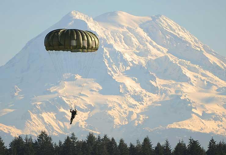Le moniteur-parachutiste : au cœur des airs
